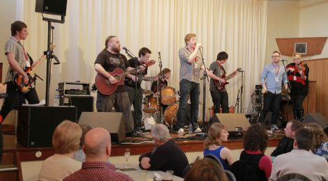 Mossbank fiddler Ashley Leaper (right) and her mates Heart o' the Run got the hall rocking, rather than reeling. Photo Olivia Abbott