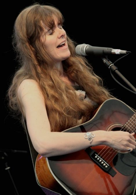 Lise Sinclair performing at the Flavour of Shetland festival on Victoria Pier in 2010 - Photo: Davie Gardner