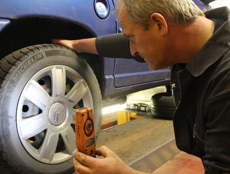 With over 25 years experience working at the Citroen garage, Martin Peterson is also the principal MOT tester at Hillside Motors.