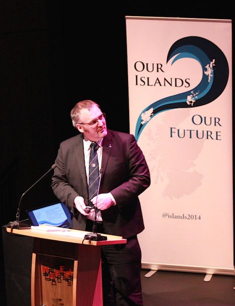 Shetland Islands Council leader Gary Robinson presenting the Our Islands, Our Future case - Photo: Hans J Marter