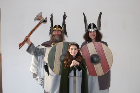 Uyeasound Guizer Jarl Gunnlaug Wirmtongue (Christopher Ritch) with his son Finn and daughter Merrin