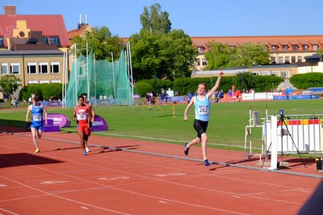 The moment when Seumas crossed the finishing line to claim gold in Gotland. Photo: Shetland Island Games Association.