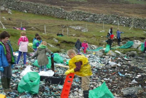 Pupils clearing up plastic litter from a beach as part of Da Voar Redd Up. Photo courtesy of Shetland Amenity Trust.