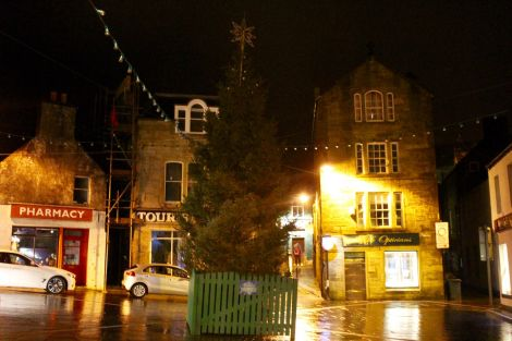 The Christmas tree on Tuesday night before it was removed on Wednesday. Photo: Shetland News