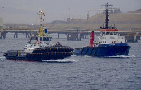 The Multratug 30 (left) alongside the Shalder on Friday morning. Photo: John Bateson