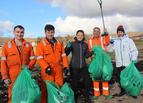 Over 3,500 people are taking part in this year's Da Voar Redd Up like these Shetland Gas Plant workers who were out on Saturday afternoon cleaning roadside verges and beaches in Brae (left to right):Ross Mustard, Kev Halcrow, Rachael Ferguson, Mike Plowman and Greig Henry. Photo: Hans J Marter/Shetland News