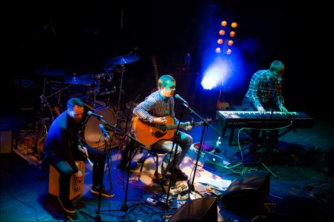 Support act Arthur Nicholson flanked by Robert Balfour (left) and Chris Thomson (right).