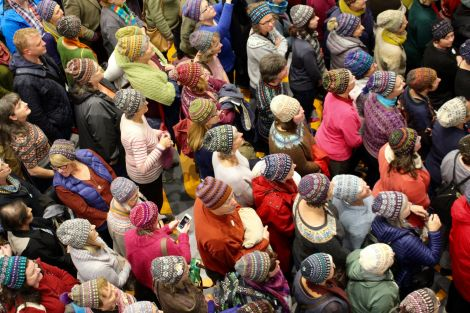 Guests posing for photos in their wooly hats as the week formally opened on Sunday evening. Photos: Shetland News