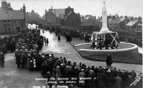 Unveiling the Shetland War Memorial at Hillhead, 6 January 1924. Photo: R. Ramsay/ Shetland Museum and Archives
